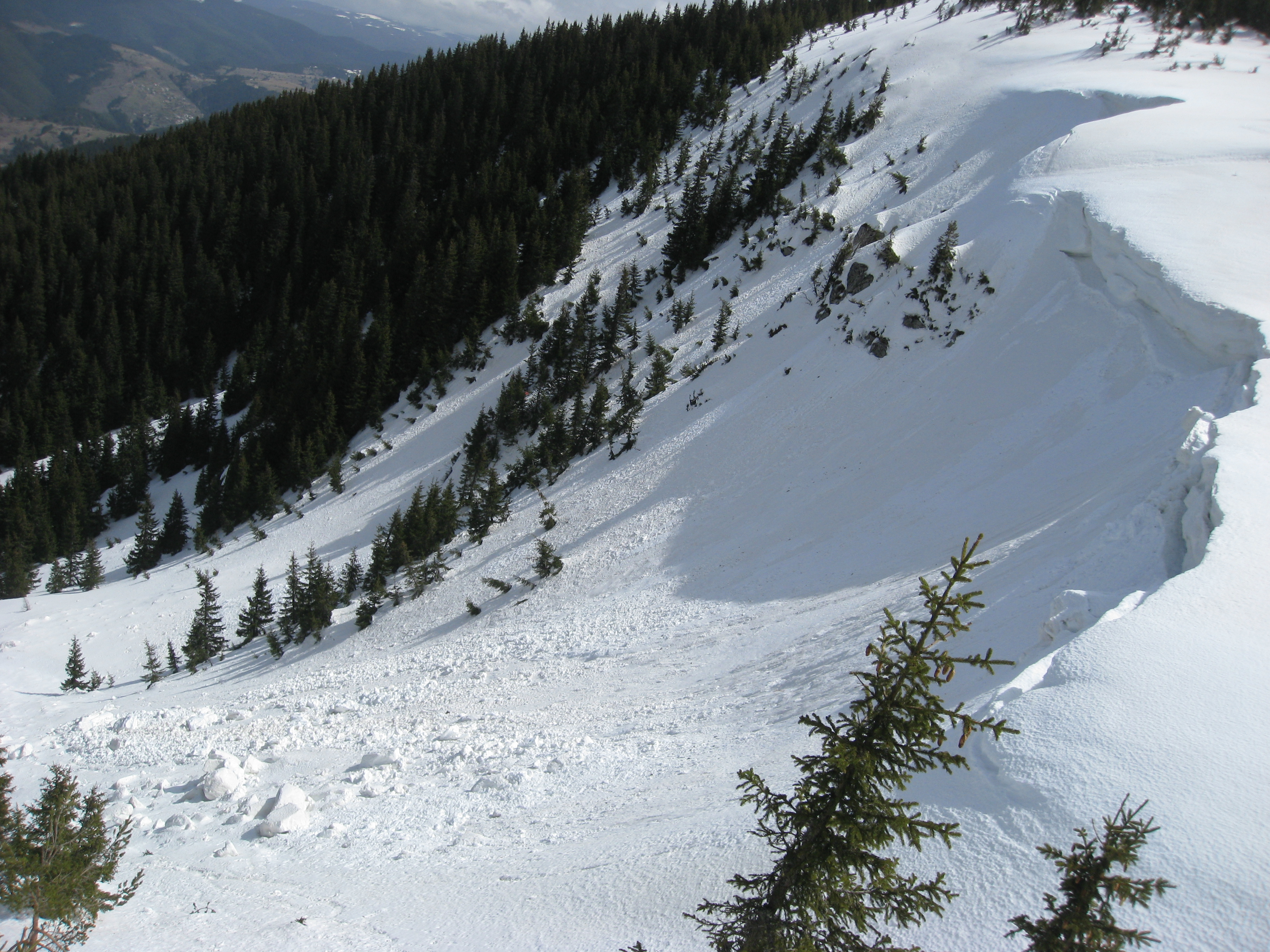 Freeride skiing at Perelik in May