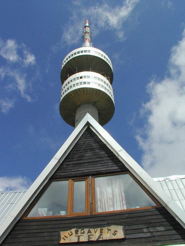 Snezhanka tower with wooden hut, Snowcamp Bulgaria